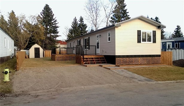 825 Bayview Cr, Strathmore, AB - CAN (photo 2)