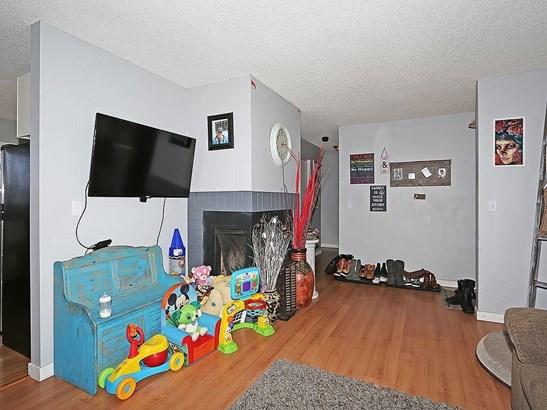 114 Hodson Cr, Okotoks, AB - CAN (photo 5)