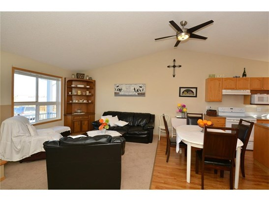 47 Sunrise Cl Se, High River, AB - CAN (photo 4)