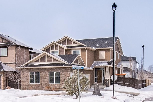 579 West Chestermere Dr, Chestermere, AB - CAN (photo 2)