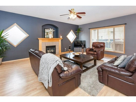 119 Canoe Pl Sw, Airdrie, AB - CAN (photo 3)