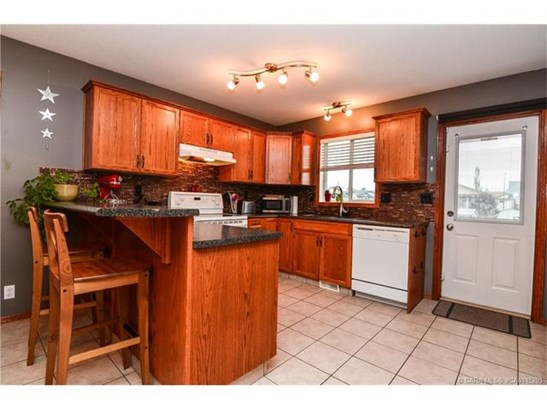 234 Kendrew  Drv, Red Deer, AB - CAN (photo 3)