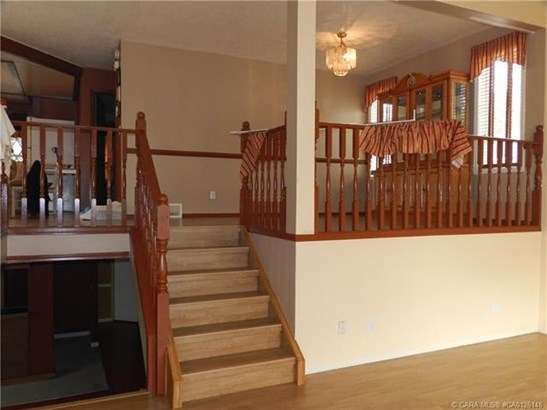 3732 47  St, Red Deer, AB - CAN (photo 3)