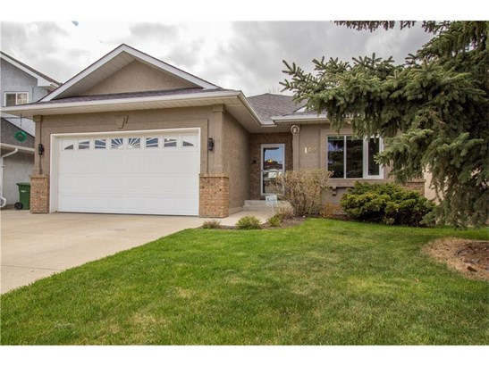 140 Waterstone Pl Se, Airdrie, AB - CAN (photo 2)