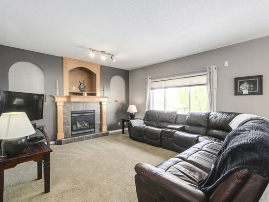 26 Cimarron Park Pl, Okotoks, AB - CAN (photo 2)