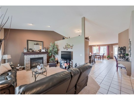 1003 Carriage Lane Dr, Carstairs, AB - CAN (photo 5)