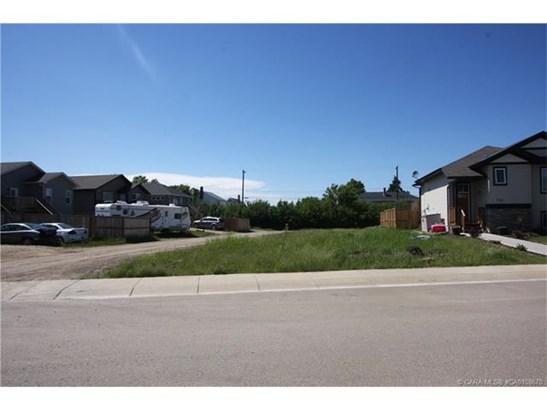708 Cypress  Lane, Springbrook, AB - CAN (photo 1)