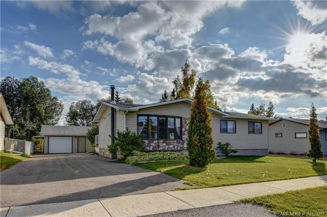 4625 51  Avenue, Bentley, AB - CAN (photo 1)