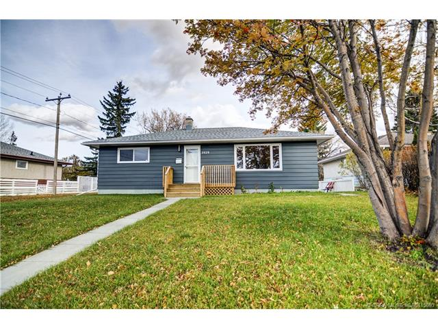 3929 38a  Ave, Red Deer, AB - CAN (photo 2)