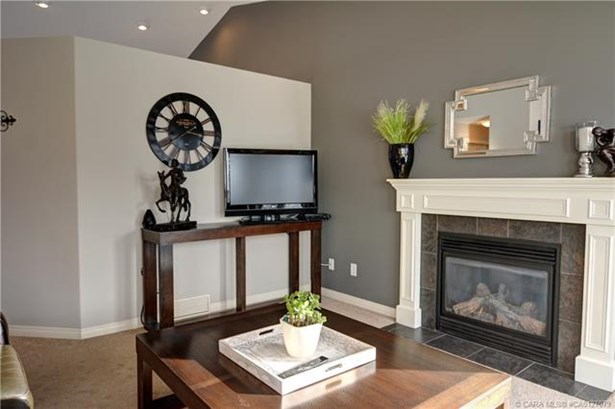 127 Allwright  Clos, Red Deer, AB - CAN (photo 5)