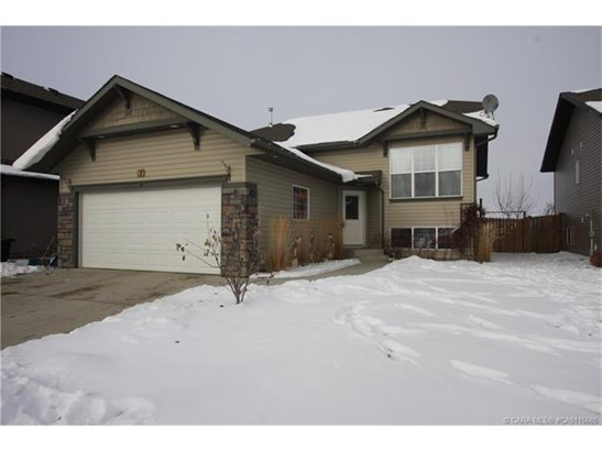 84 Burris  Pointe, Lacombe, AB - CAN (photo 2)