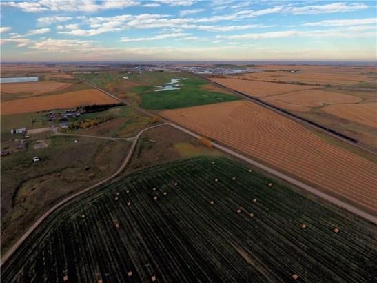 12 Range Road, Crossfield, AB - CAN (photo 5)