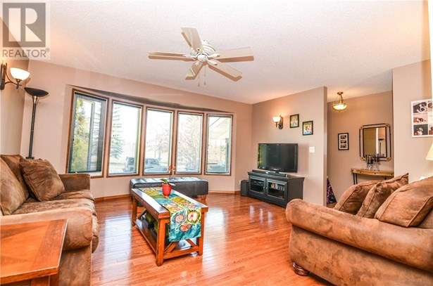 24 Addinell  Ave, Red Deer, AB - CAN (photo 3)