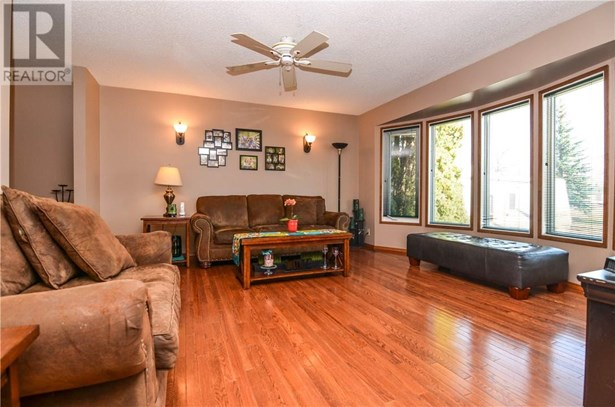 24 Addinell  Ave, Red Deer, AB - CAN (photo 4)