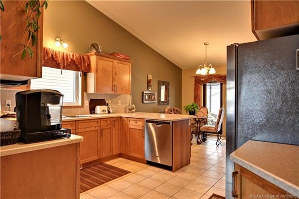 153 Duval  Cres, Red Deer, AB - CAN (photo 5)