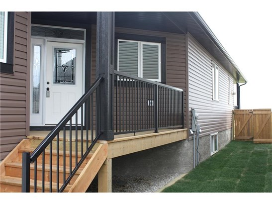 28 Destiny Ln, Olds, AB - CAN (photo 2)