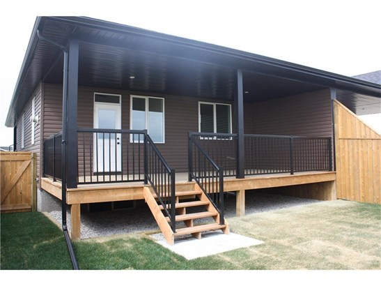 28 Destiny Ln, Olds, AB - CAN (photo 3)