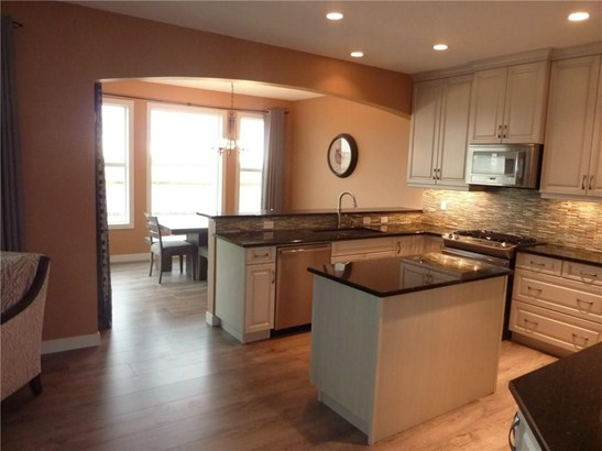 268 Rainbow Falls Wy, Chestermere, AB - CAN (photo 5)