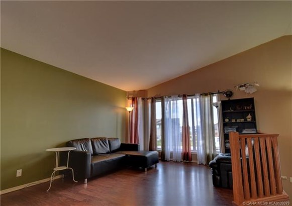 67 Long  Close, Red Deer, AB - CAN (photo 5)
