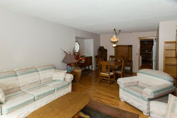 904 8 St Se, High River, AB - CAN (photo 3)