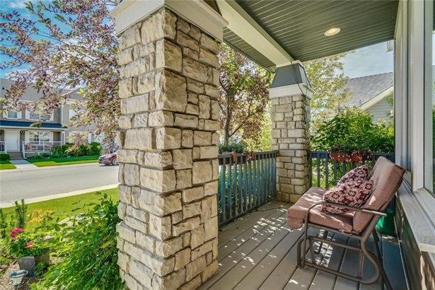 140 Rainbow Falls Mr, Chestermere, AB - CAN (photo 2)