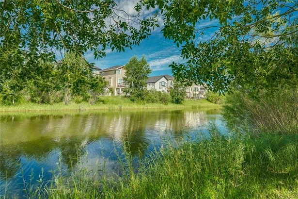 140 Rainbow Falls Mr, Chestermere, AB - CAN (photo 3)