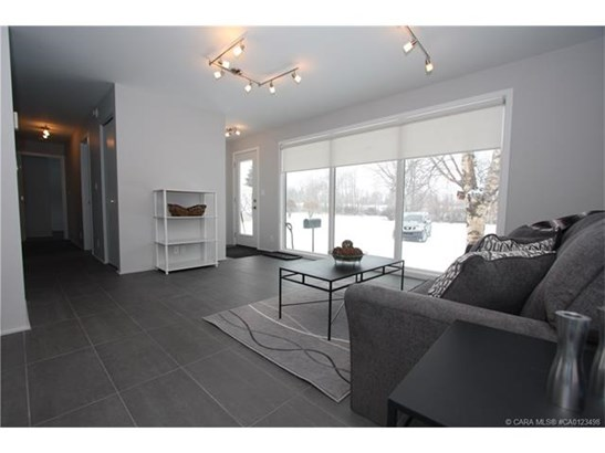 4109 40  St, Red Deer, AB - CAN (photo 5)