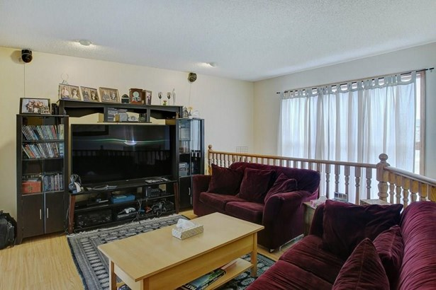 353 Nelson Rd, Carseland, AB - CAN (photo 2)