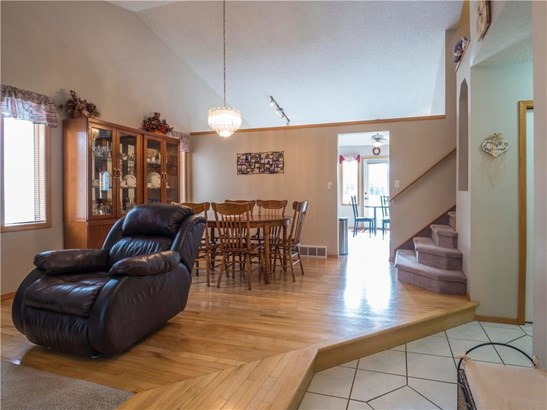 5 Sheep River Cr, Okotoks, AB - CAN (photo 5)