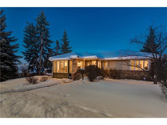 1708 Suffolk St Sw, Calgary, AB - CAN (photo 2)