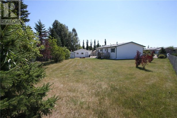 5420 49a  Ave, Alix, AB - CAN (photo 2)
