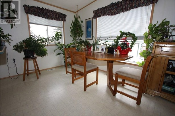 5420 49a  Ave, Alix, AB - CAN (photo 5)