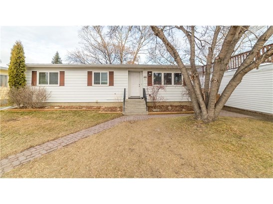 100 Brentwood Dr, Strathmore, AB - CAN (photo 1)