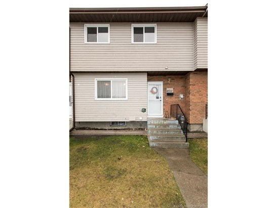4511 47  St, Innisfail, AB - CAN (photo 2)