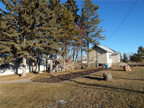5703 50 Av, Innisfail, AB - CAN (photo 5)