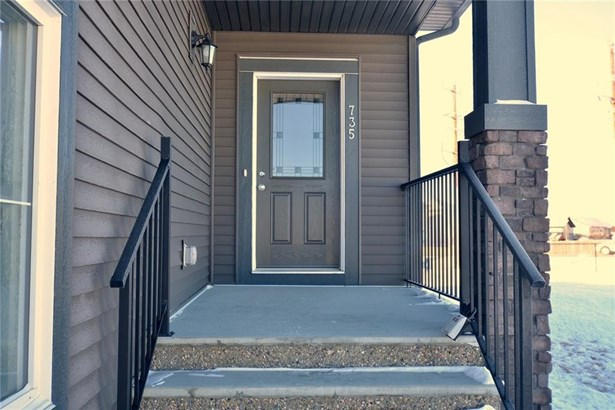 735 Edgefield Cr, Strathmore, AB - CAN (photo 2)
