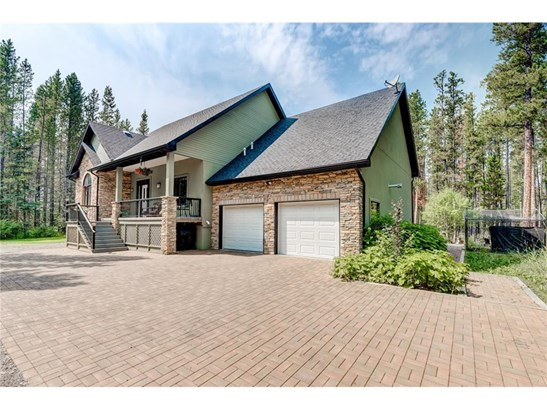 144 Hawk Eye Rd, Bragg Creek, AB - CAN (photo 2)