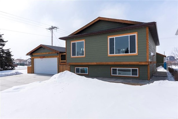 1602 Harrison, Crossfield, AB - CAN (photo 2)
