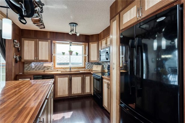 1602 Harrison, Crossfield, AB - CAN (photo 5)