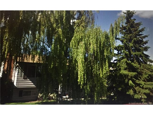 71 Newcombe  Cres, Red Deer, AB - CAN (photo 1)