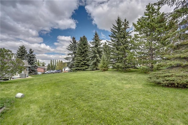 948 East Chestermere Dr, Chestermere, AB - CAN (photo 2)