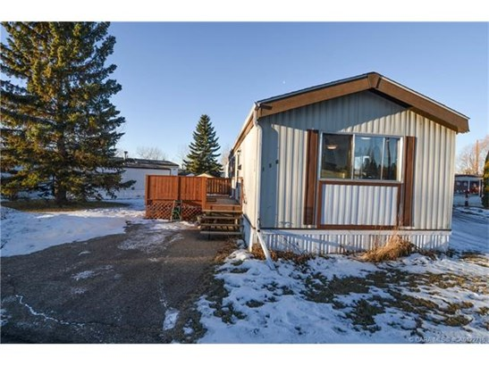 156 Parkland  Acres, Lacombe, AB - CAN (photo 2)