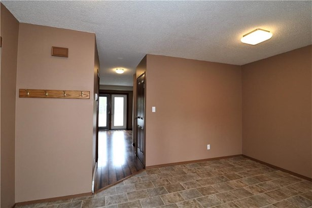 #2 420 Centre St N, Sundre, AB - CAN (photo 2)