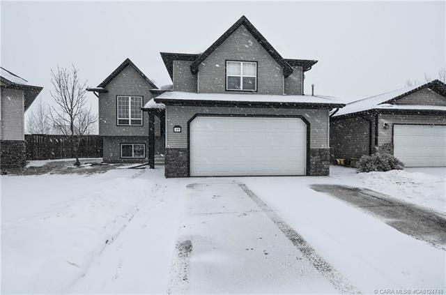 49 Lyons  Clos, Red Deer, AB - CAN (photo 1)