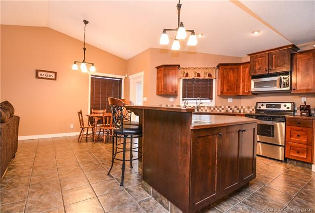 49 Lyons  Clos, Red Deer, AB - CAN (photo 4)