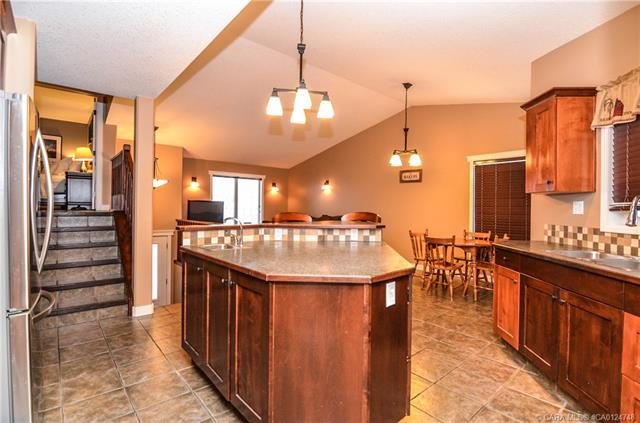 49 Lyons  Clos, Red Deer, AB - CAN (photo 5)