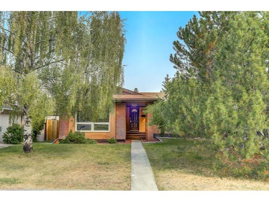 104 Oakfield Pl Sw, Calgary, AB - CAN (photo 1)
