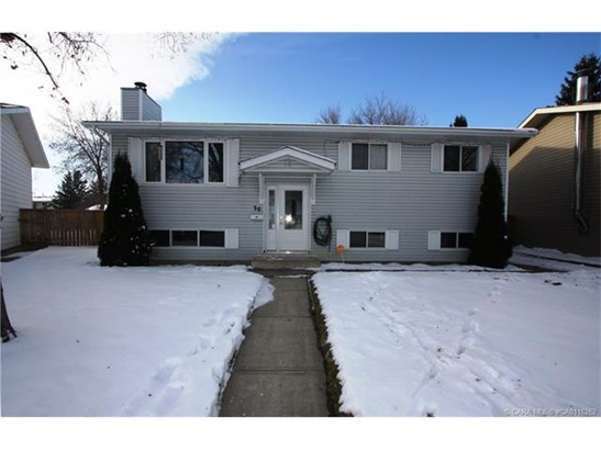 30 Nichols  Cres, Red Deer, AB - CAN (photo 2)