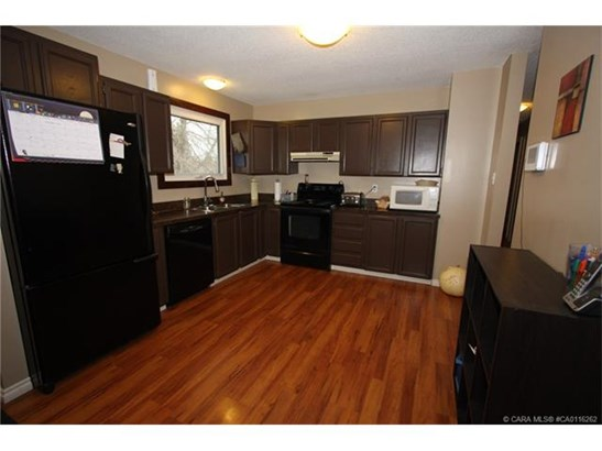 30 Nichols  Cres, Red Deer, AB - CAN (photo 3)