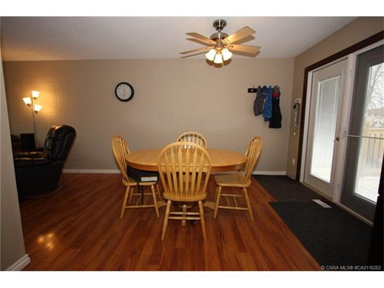 30 Nichols  Cres, Red Deer, AB - CAN (photo 4)